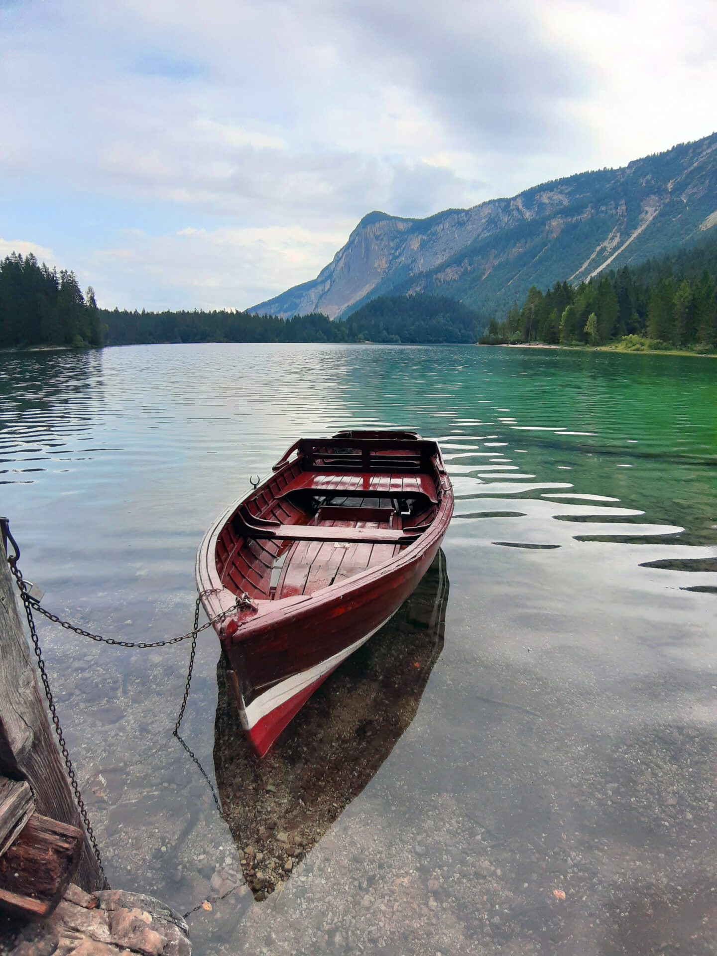 Lago di Tovel, tra leggende e colori